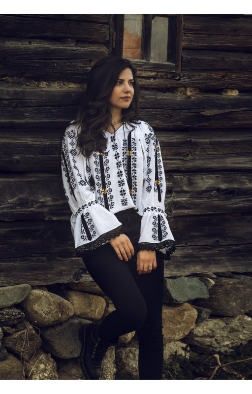 Embroidered Romanian blouse Transylvania