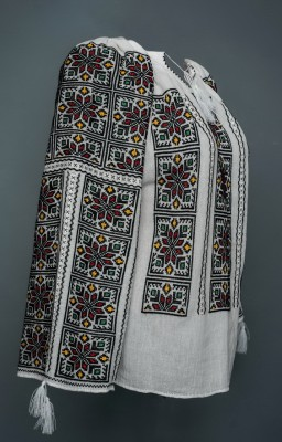 romanian handmade embroidered peasant blouse