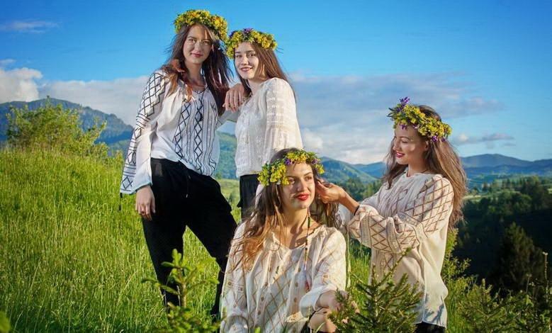 Rumänische Folkloreblusen