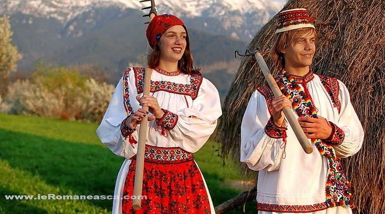 costume populare romanesti lucrate manual
